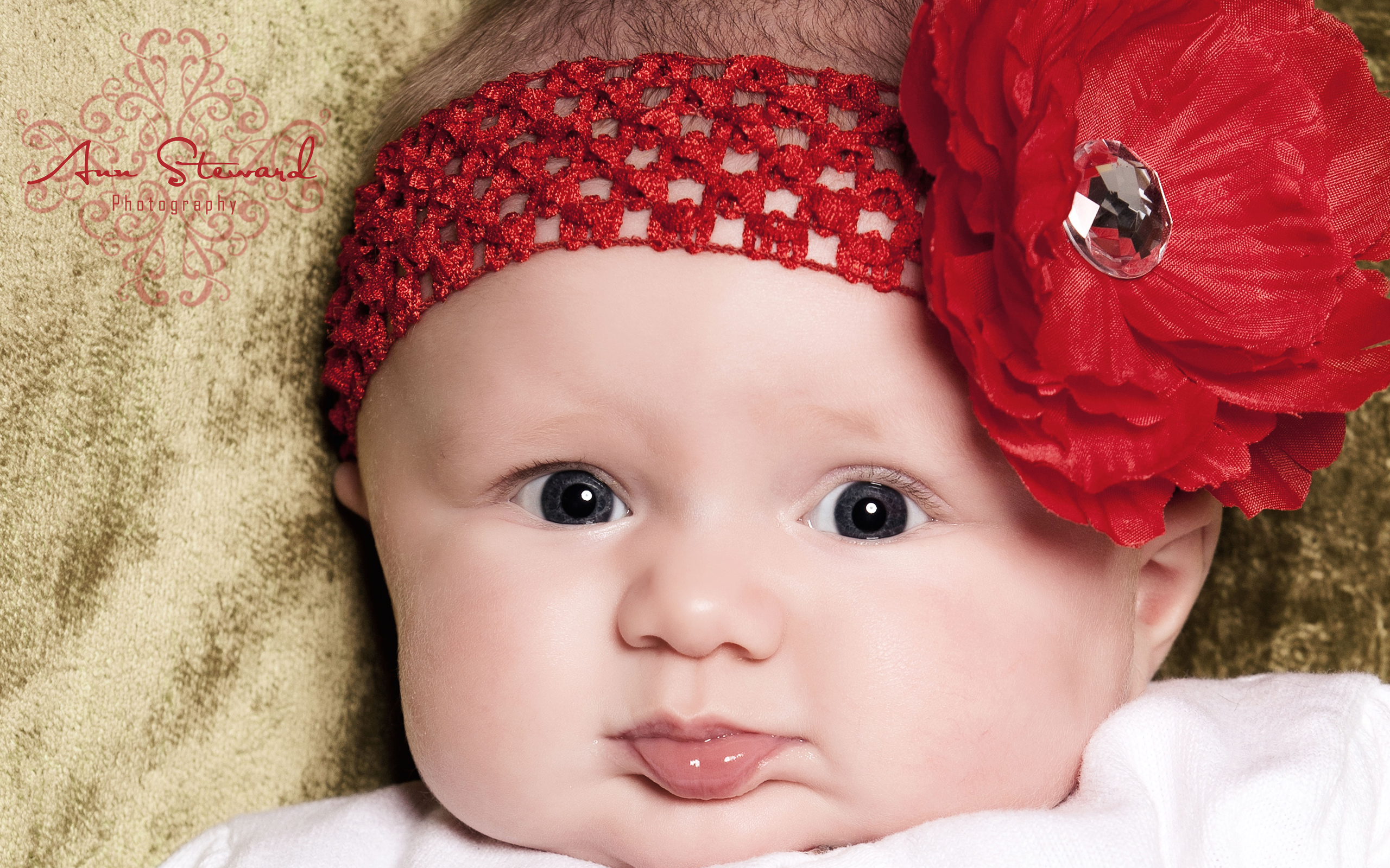 To download or set this free most beautiful baby girl wallpaper as.