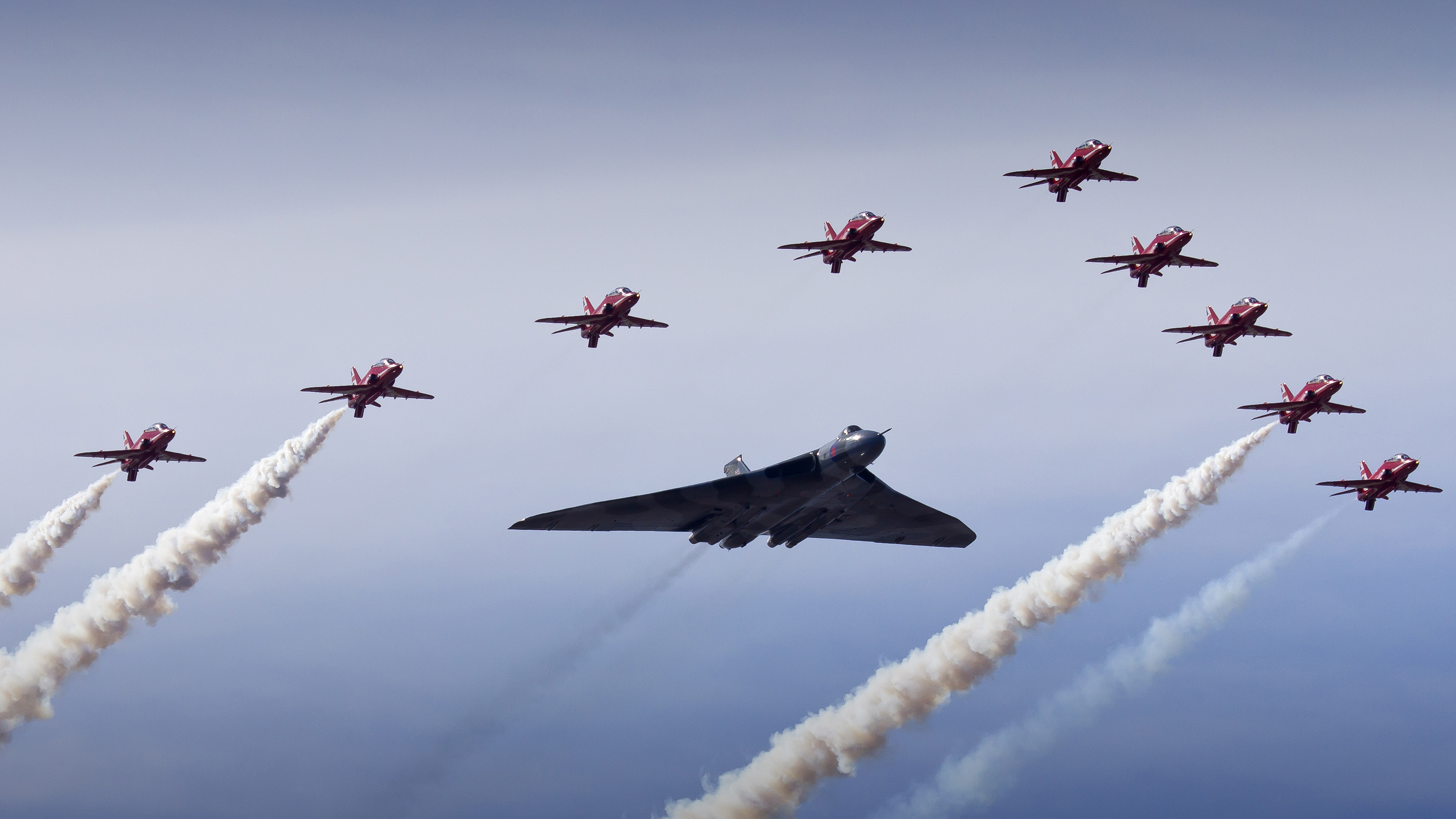 Vulcan Bomber Red Arrows 4K8953415808 - Vulcan Bomber Red Arrows 4K - Vulcan, Sukhoi, red, Bomber, Arrows