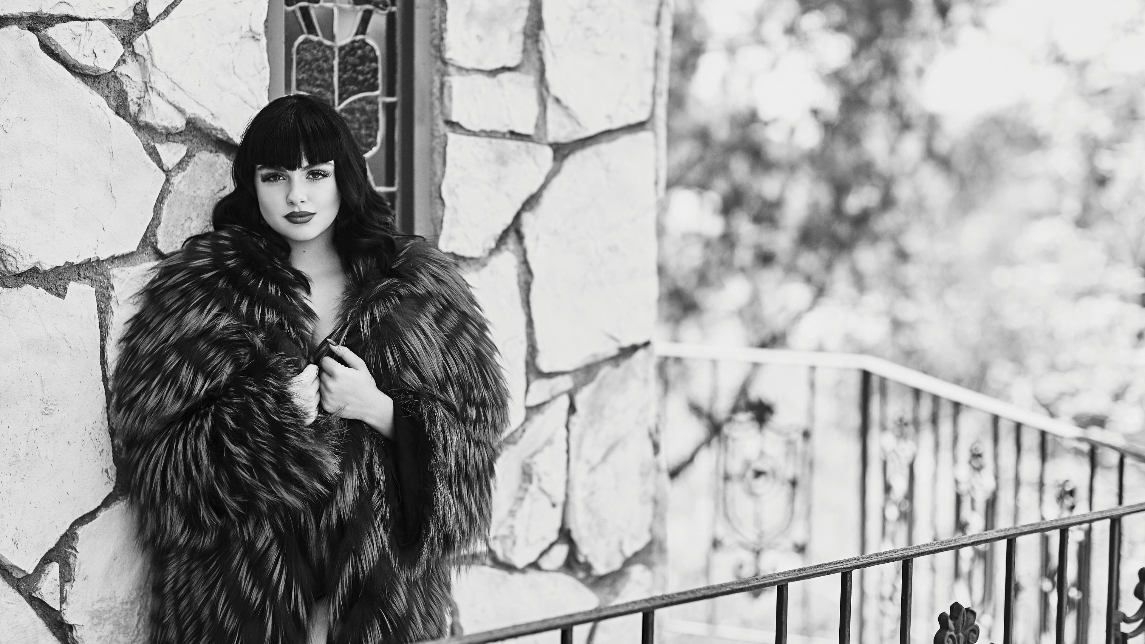 ariel winter monochrome 1536943045 - Ariel Winter Monochrome - monochrome wallpapers, hd-wallpapers, girls wallpapers, celebrities wallpapers, black and white wallpapers, ariel winter wallpapers, 5k wallpapers, 4k-wallpapers