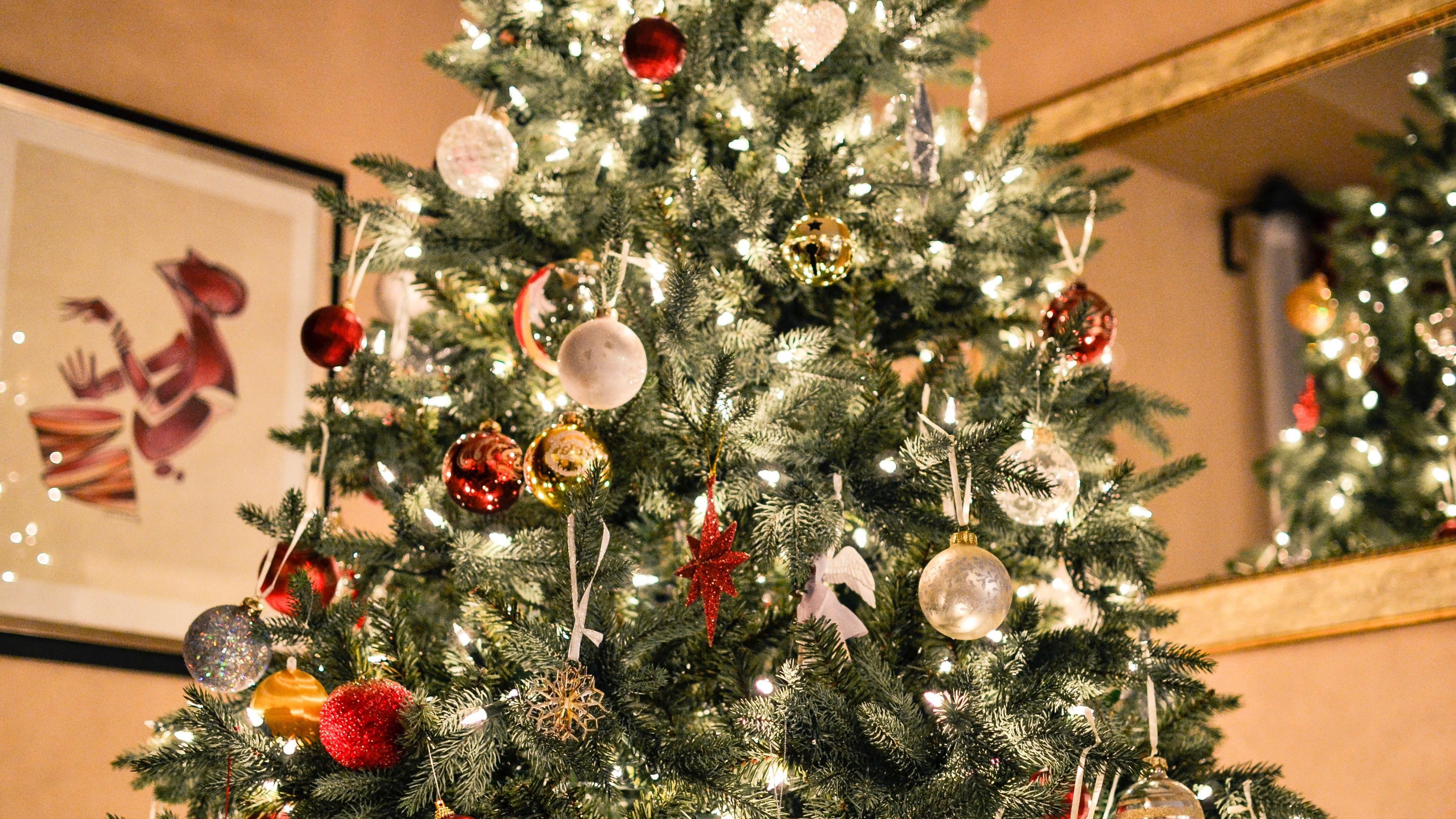 christmas tree ornaments garlands 4k 1538344616 - christmas tree, ornaments, garlands 4k - ornaments, garlands, christmas tree