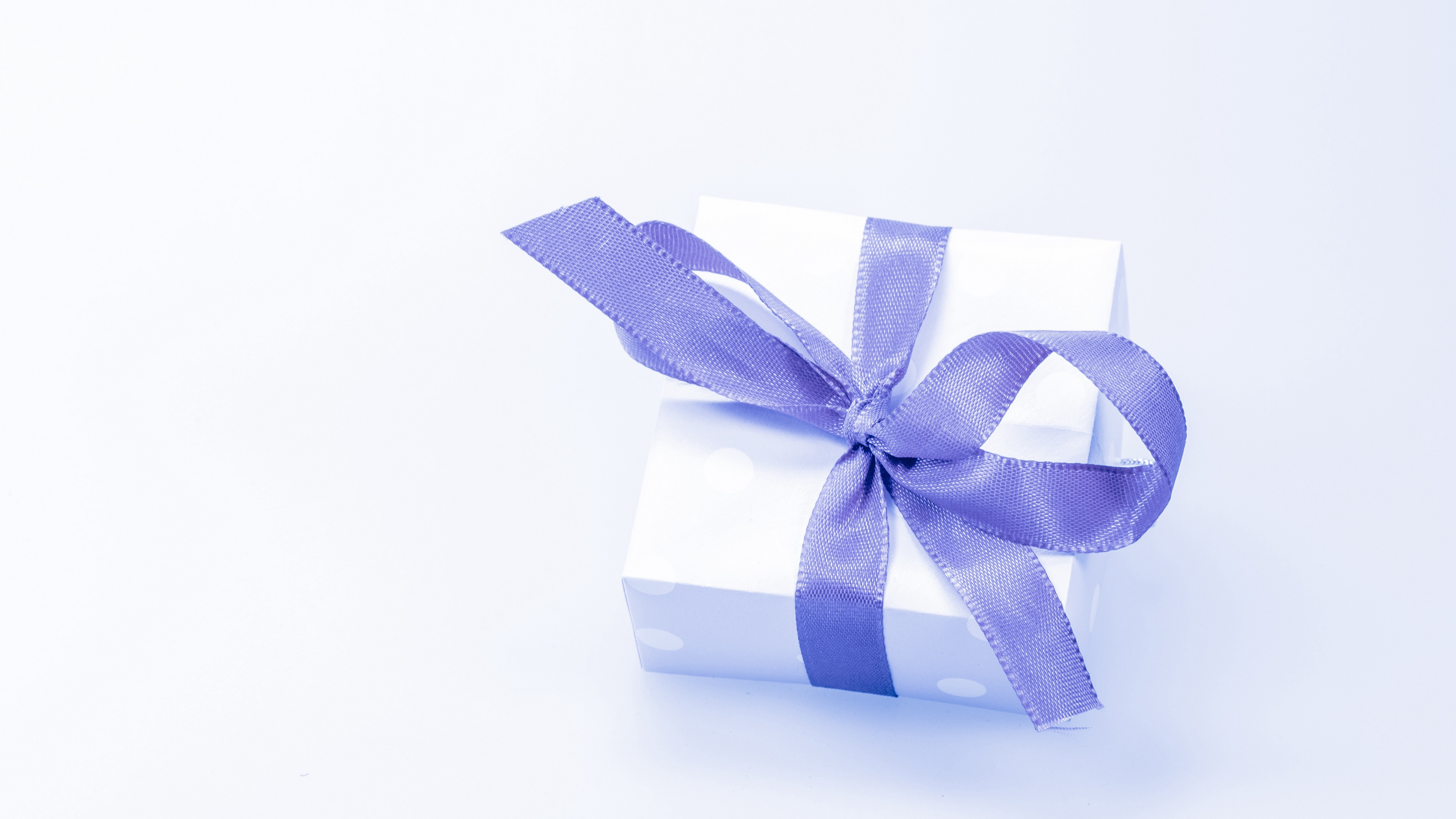 gift box bow packing 4k 1538344970 - gift, box, bow, packing 4k - Gift, box, bow