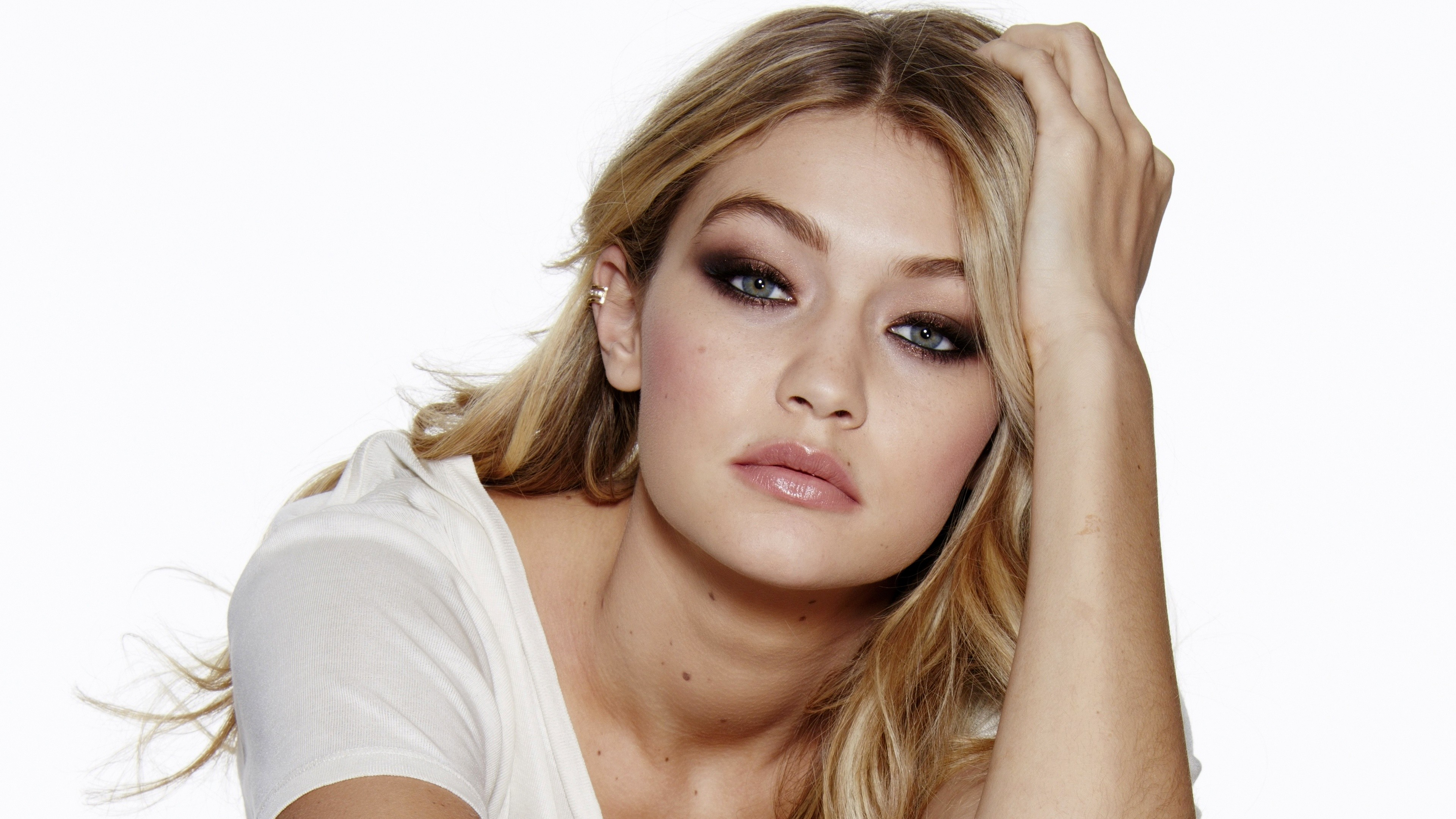 gigi hadid closeup face 4k 1536862999 - Gigi Hadid Closeup Face 4k - model wallpapers, hd-wallpapers, girls wallpapers, gigi hadid wallpapers, face wallpapers, closeup wallpapers, celebrities wallpapers, 4k-wallpapers
