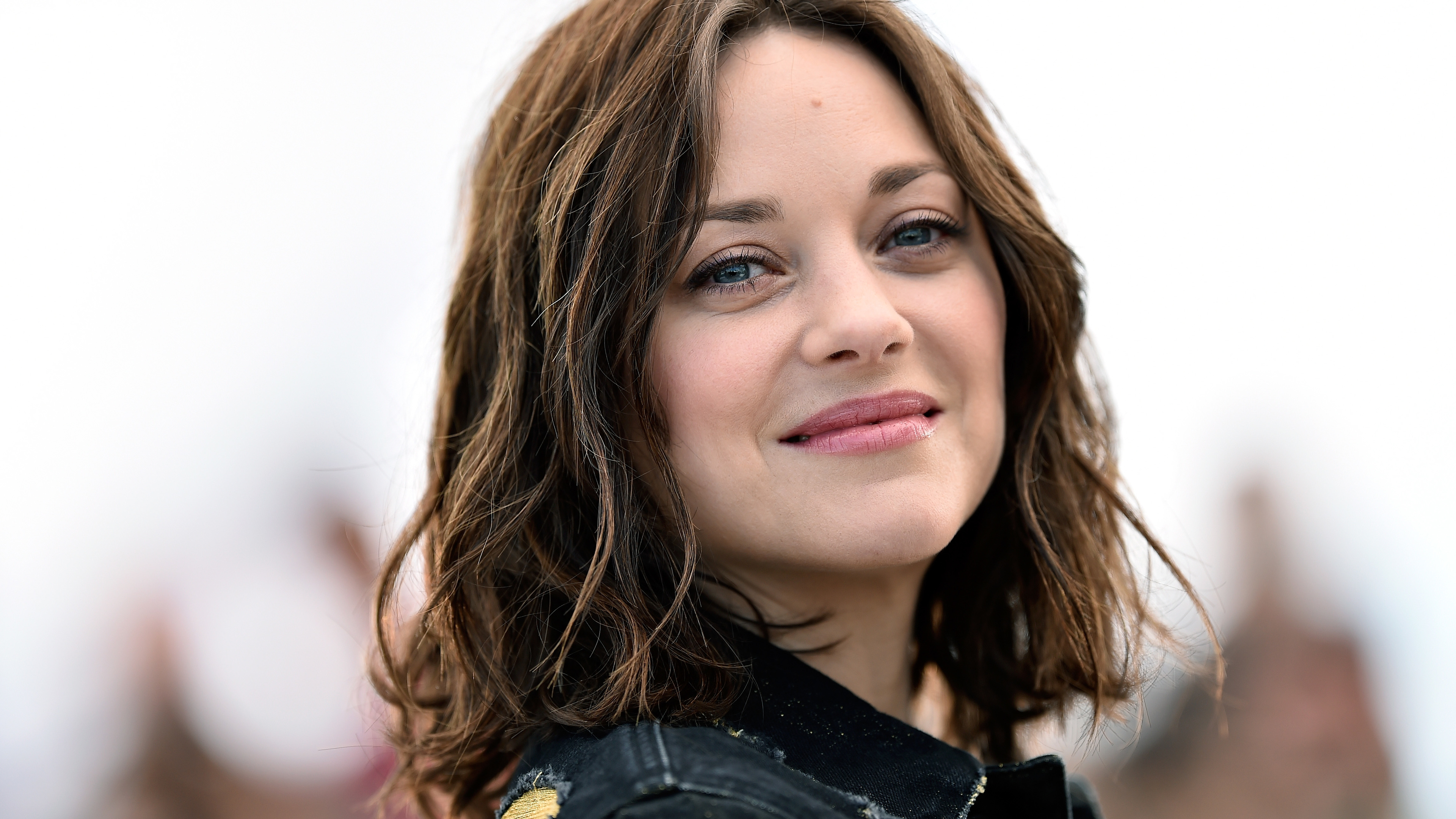 marion cotillard smiling 1536950626 - Marion Cotillard Smiling - smile wallpapers, marion cotillard wallpapers, hd-wallpapers, girls wallpapers, celebrities wallpapers, 5k wallpapers, 4k-wallpapers