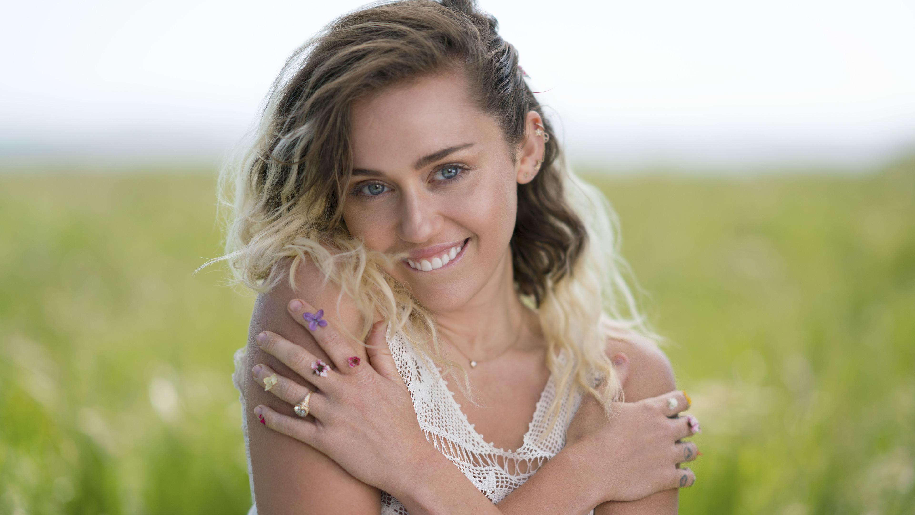 miley cyrus smiling 1536949364 - Miley Cyrus Smiling - singer wallpapers, music wallpapers, miley cyrus wallpapers, hd-wallpapers, girls wallpapers, celebrities wallpapers, 8k wallpapers, 5k wallpapers, 4k-wallpapers
