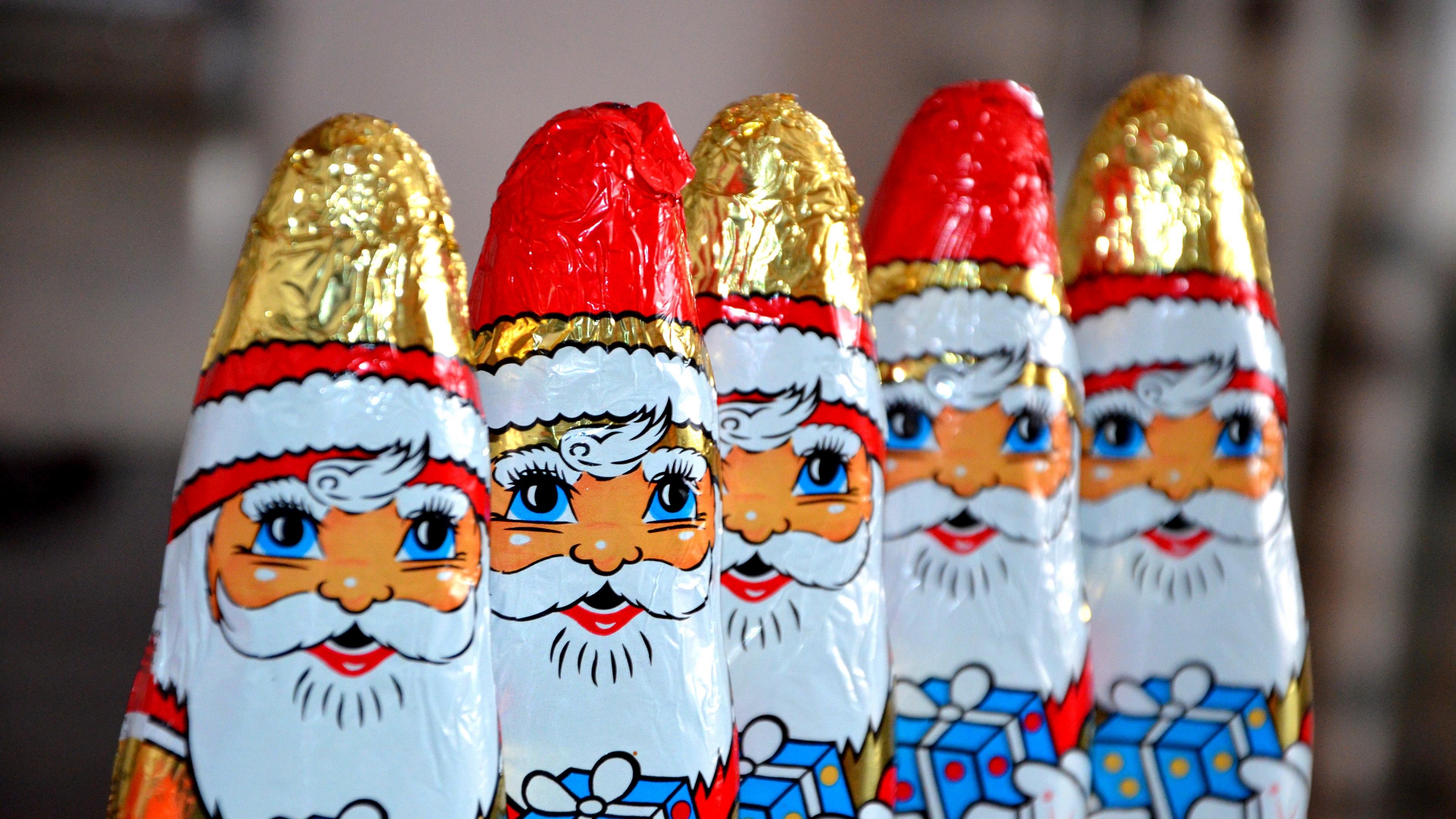 santa claus chocolates candy 4k 1538344919 - santa claus, chocolates, candy 4k - santa claus, chocolates, Candy