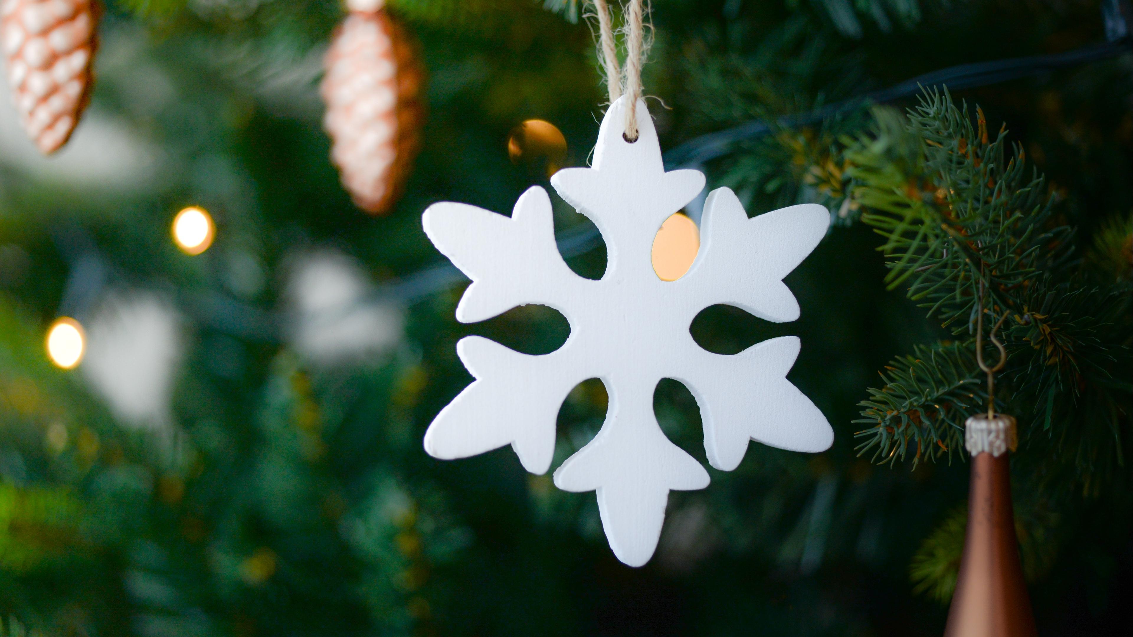 snowflake christmas tree decoration 4k 1538344606 - snowflake, christmas tree, decoration 4k - snowflake, decoration, christmas tree