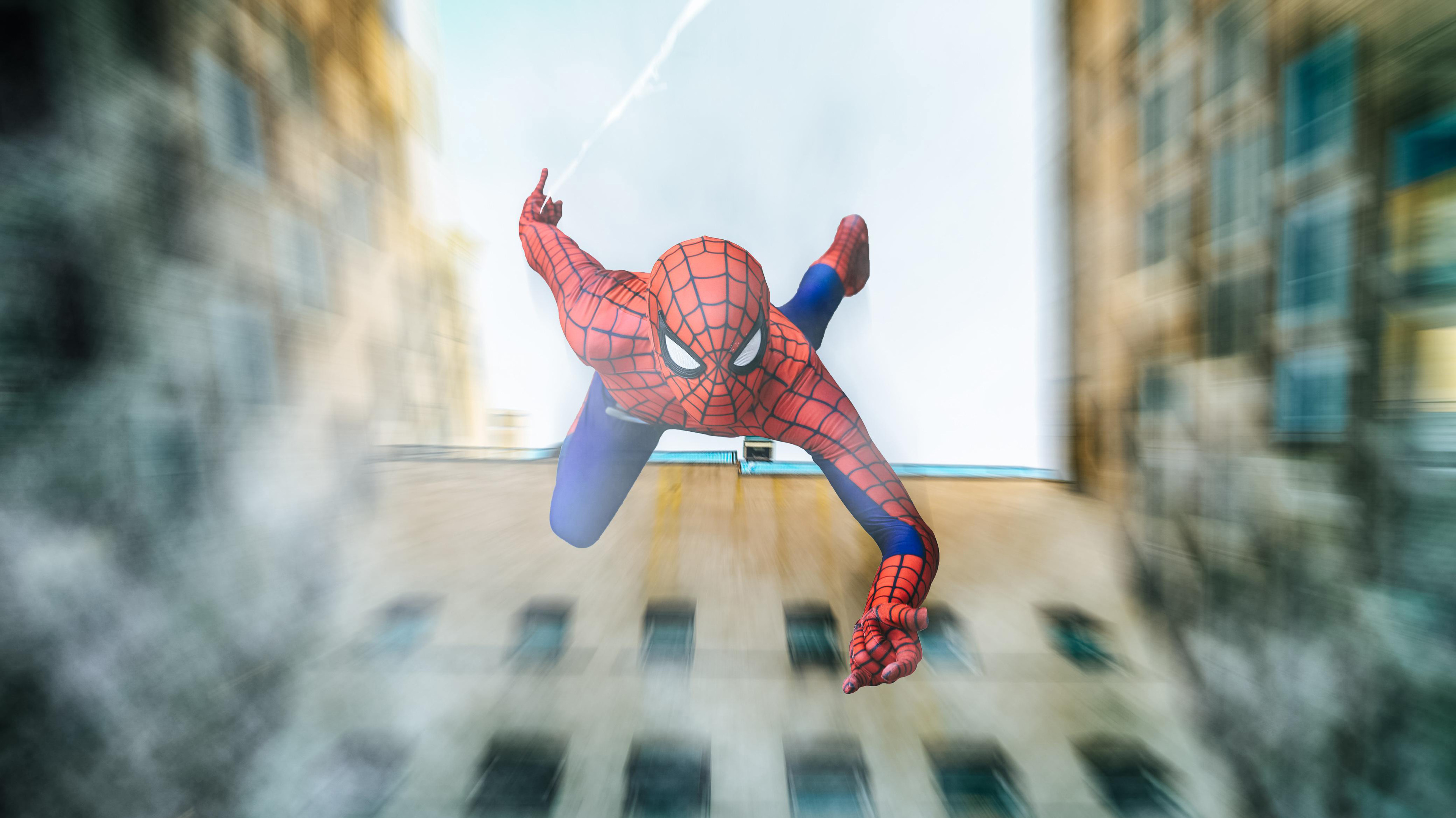spiderman falling from building cosplay 1536522740 - Spiderman Falling From Building Cosplay - superheroes wallpapers, spiderman wallpapers, hd-wallpapers, cosplay wallpapers, 4k-wallpapers
