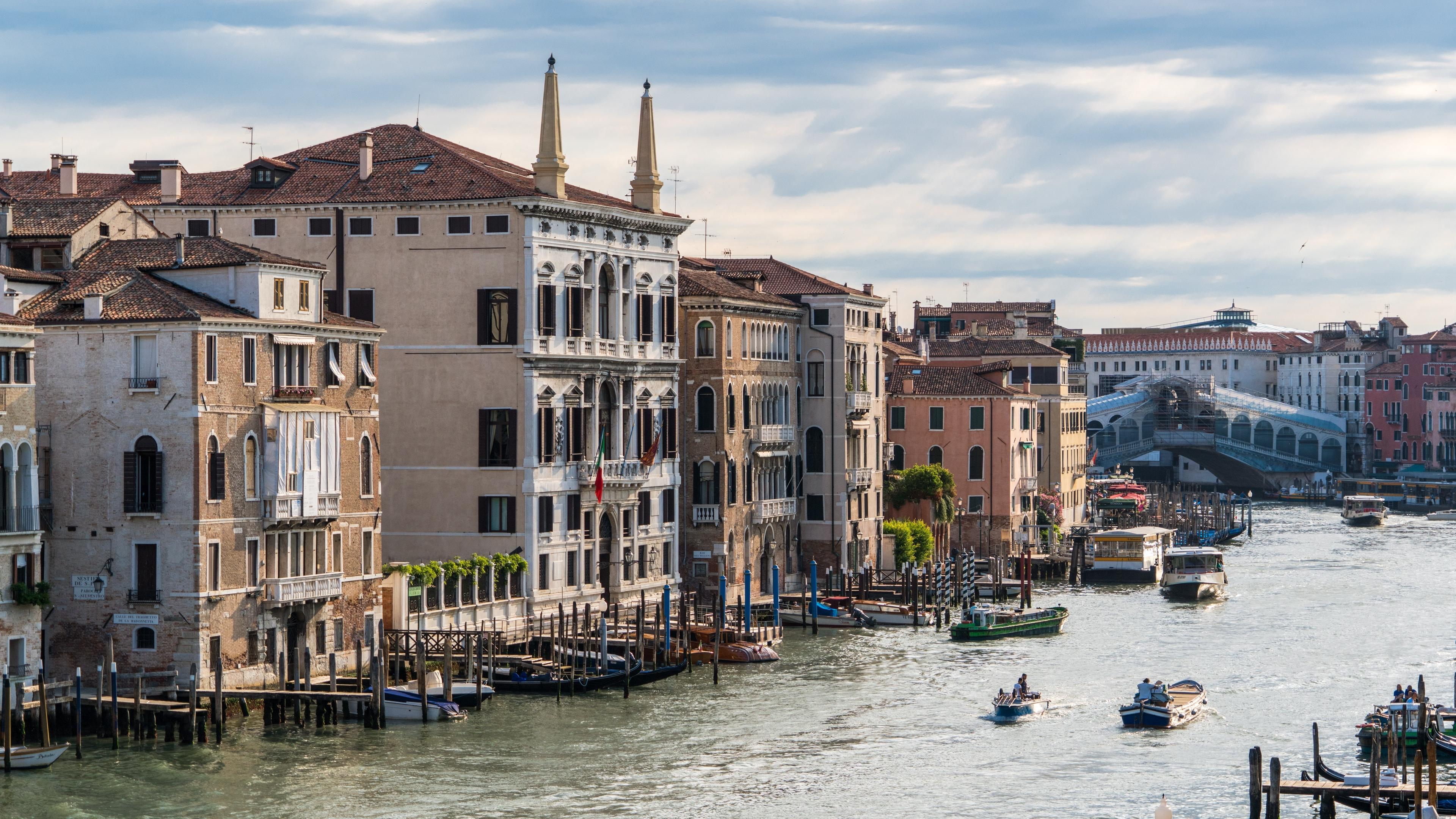 venice italy rialto canal 4k 1538066363 - venice, italy, rialto, canal 4k - Venice, Rialto, Italy