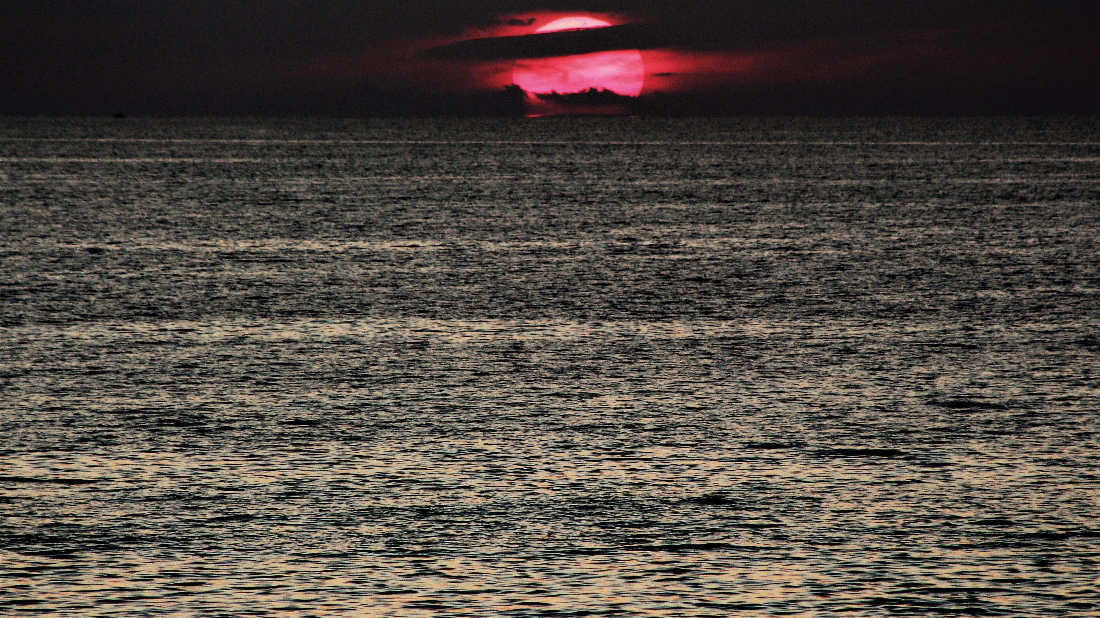dark sunset red sea 4k 1540136313 - Dark Sunset Red Sea 4k - sunset wallpapers, sea wallpapers, red wallpapers, nature wallpapers, hd-wallpapers, dark wallpapers, 5k wallpapers, 4k-wallpapers