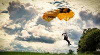 paraglider paragliding flying 4k 1540062545 200x110 - paraglider, paragliding, flying 4k - paragliding, paraglider, Flying