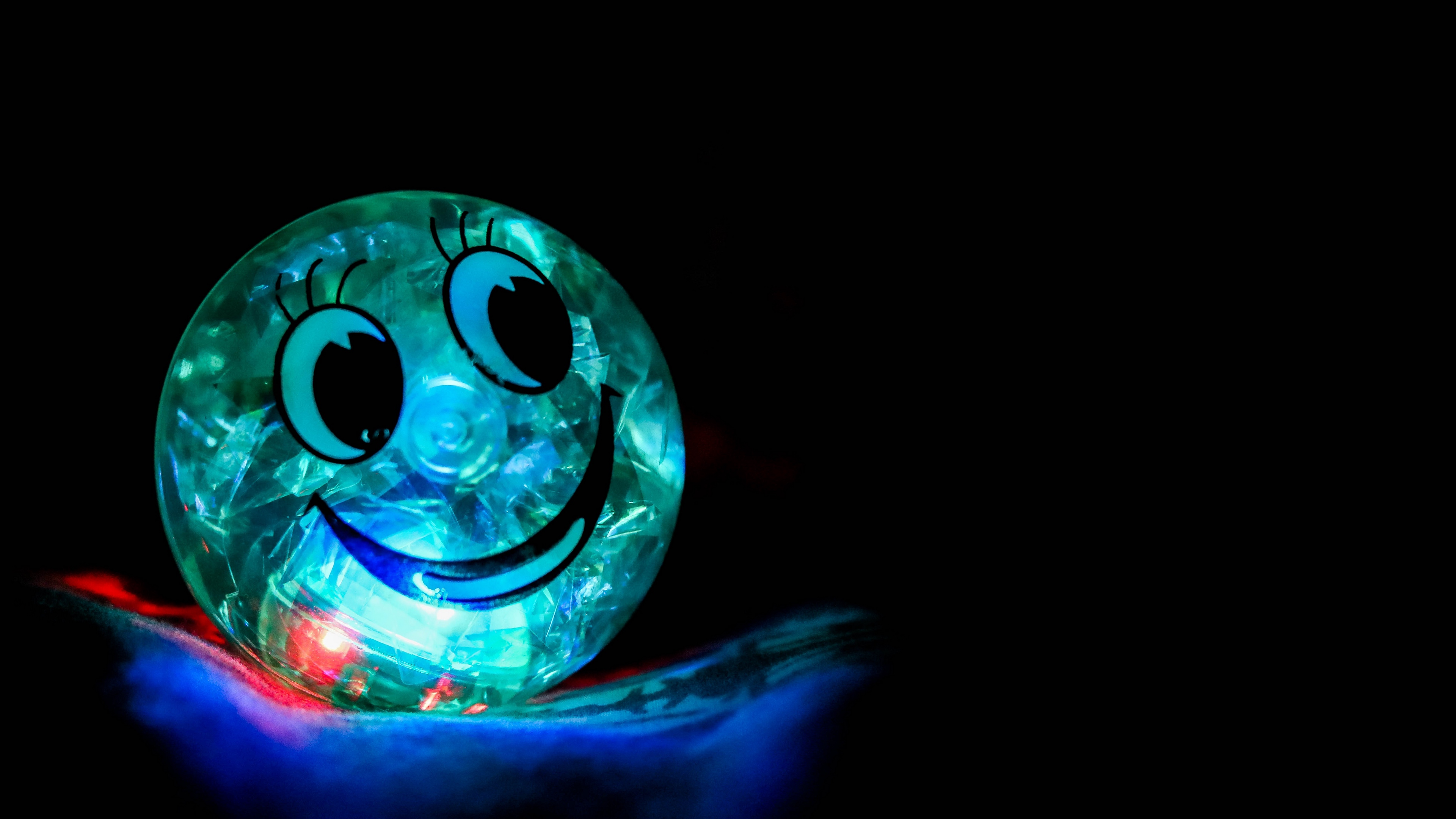 smile happiness ball backlight 4k 1540575289 - smile, happiness, ball, backlight 4k - Smile, happiness, Ball