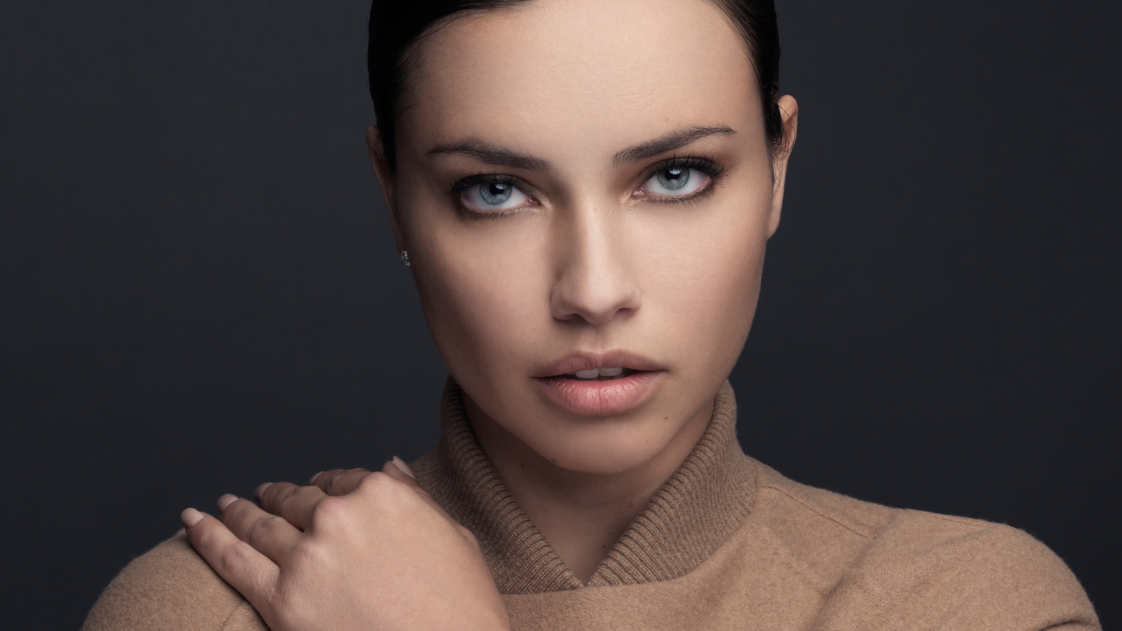 adriana lima 4k new 1542824638 - Adriana Lima 4k New - model wallpapers, hd-wallpapers, girls wallpapers, celebrities wallpapers, adriana lima wallpapers, 4k-wallpapers