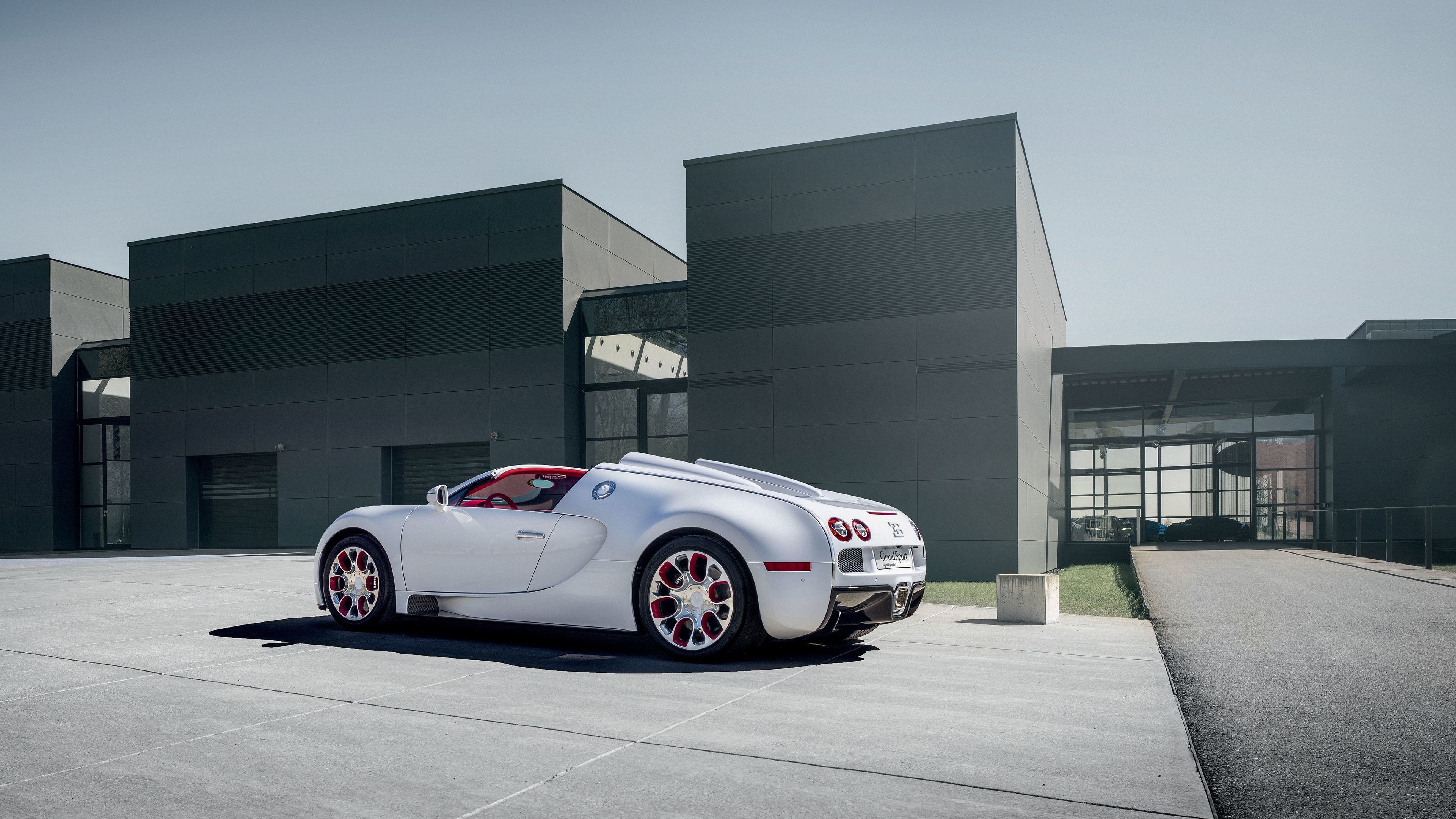 bugatti veyron grand sport vitesse 1541969044 - Bugatti Veyron Grand Sport Vitesse - hd-wallpapers, cars wallpapers, bugatti wallpapers, bugatti veyron wallpapers, 4k-wallpapers