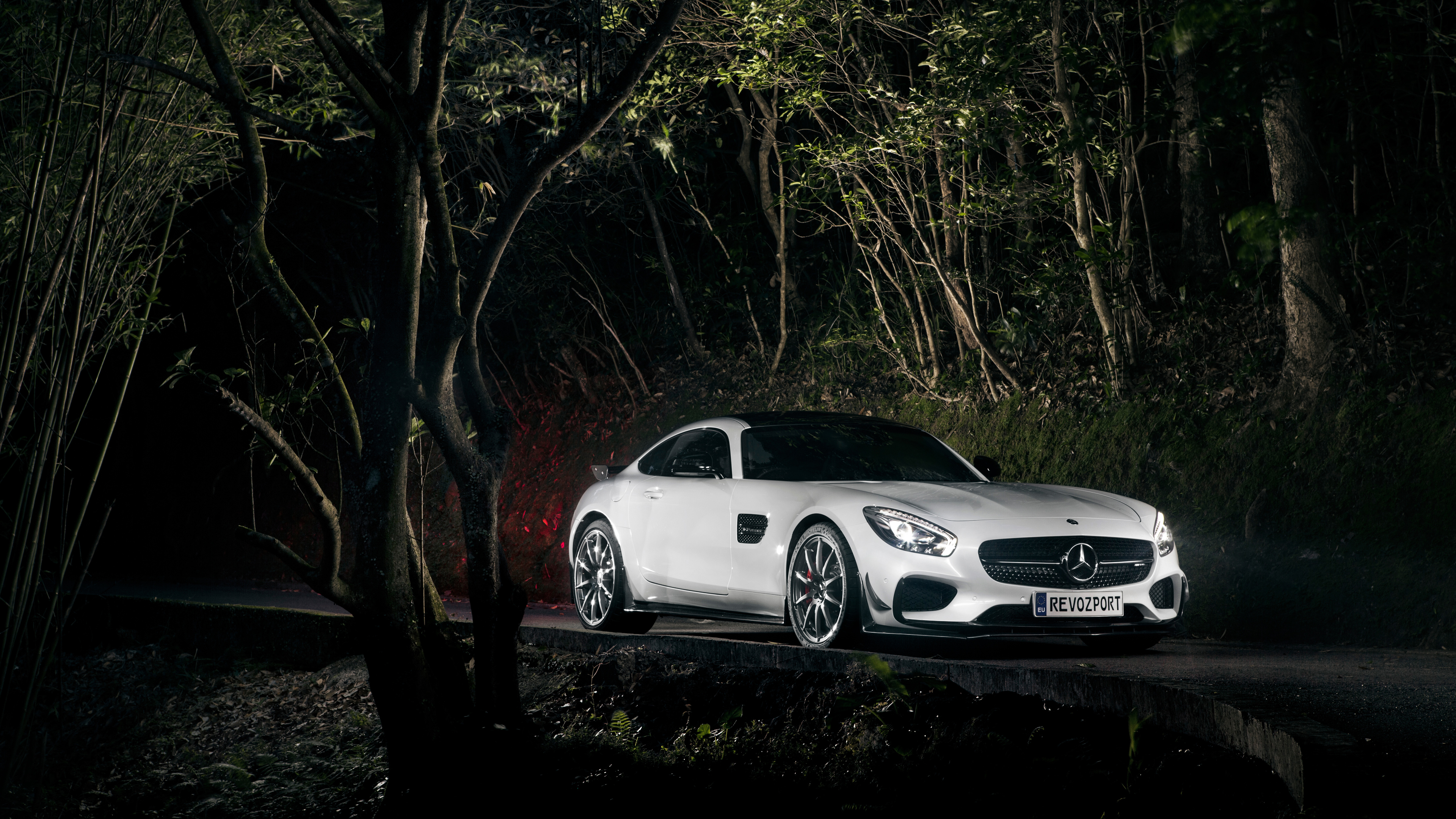 white mercedes benz 1559764645 - White Mercedes Benz - mercedes benz wallpapers, hd-wallpapers, cars wallpapers, 4k-wallpapers
