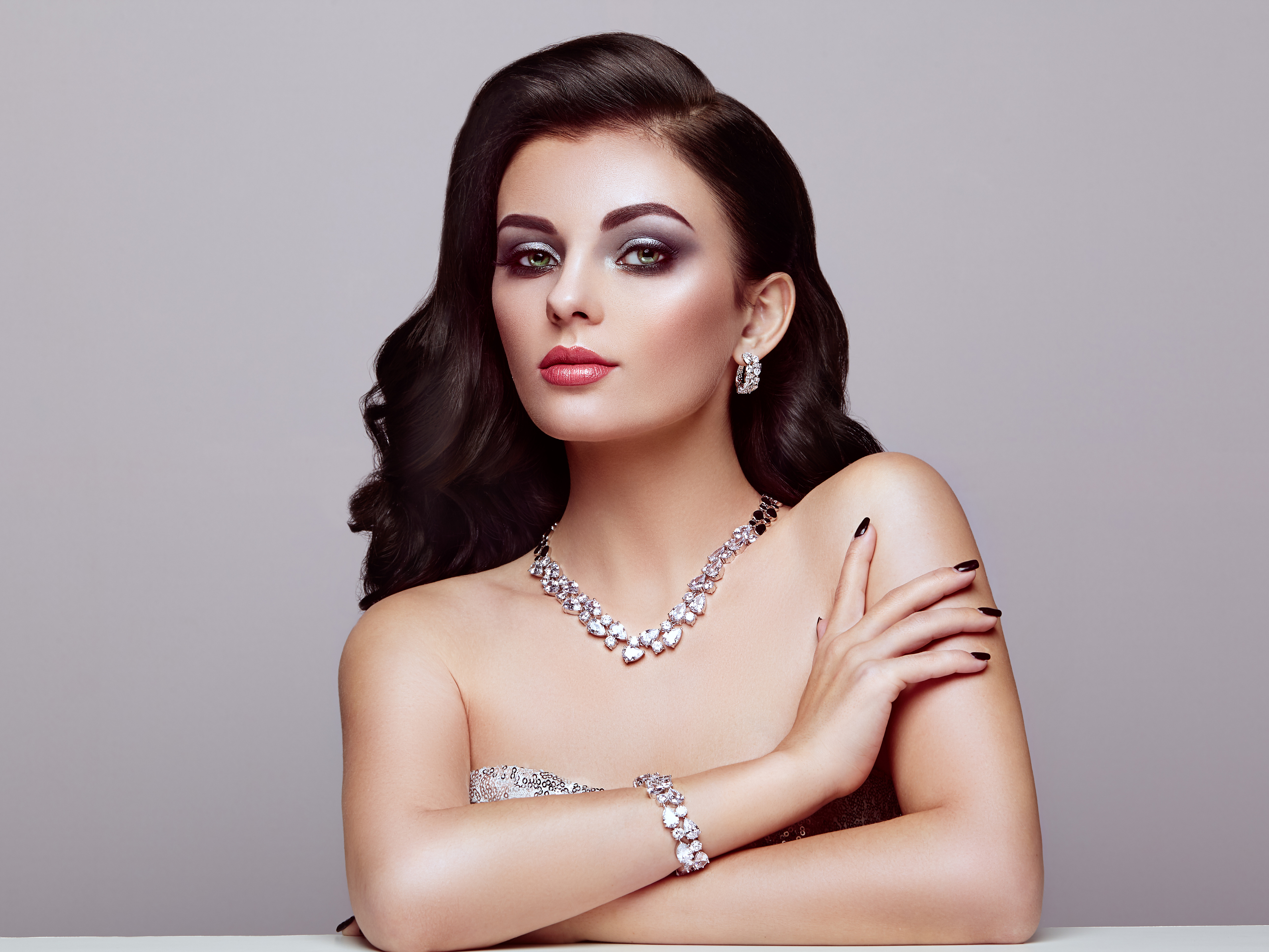 model wearing jewellery 1575663962 - Model Wearing Jewellery -